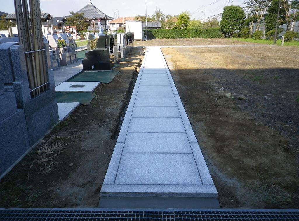 墓地 通路の石貼り工事2