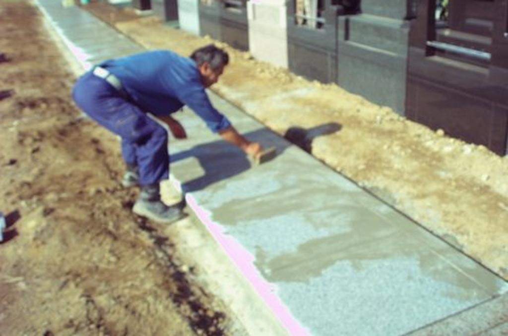 墓地 通路の石貼り工事4